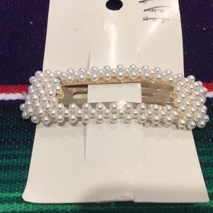 A NEW DAY WOMEN' BIG PEARLS HAIRPIN.